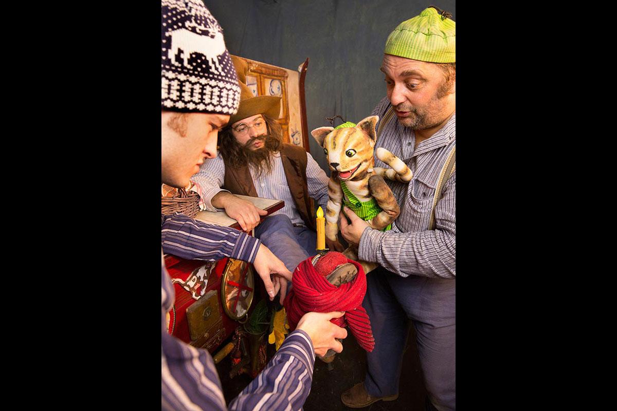 pettersson-kriegt-weihnachtsbesuch-03-quer